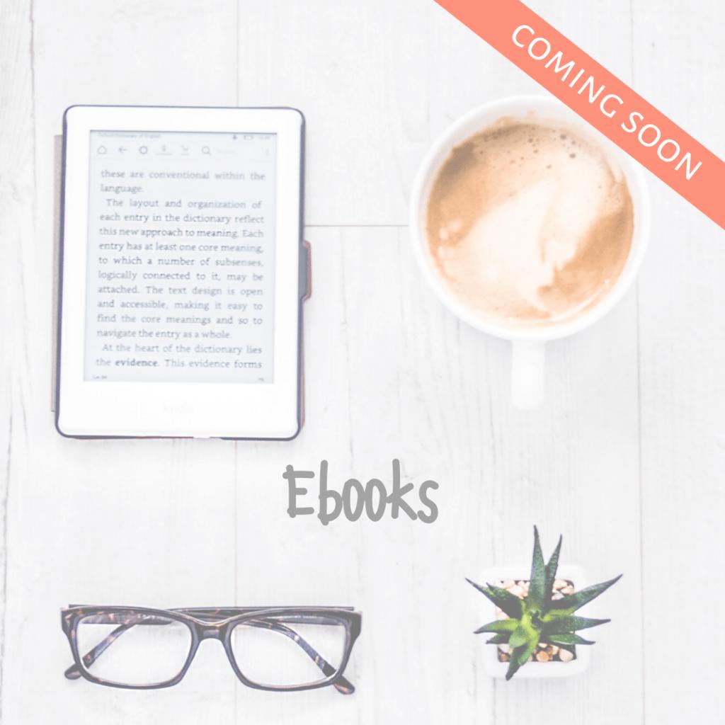 Schreibtisch mit E-reader und Kaffee mit link zu E-books
